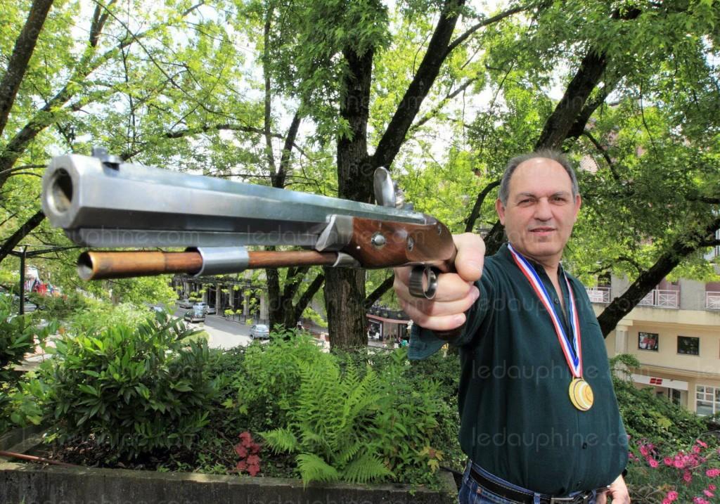 michel-valvason-prefere-la-competition-d-armes-anciennes-aux-modernes-car-l-entraide-est-non-seulement-autorisee-mais-largement-pratiquee-lors-des-epreuves-photo-dl-norbert-falco-1420002934